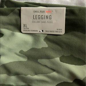 American Eagle camo leggings